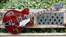 Mint Condition 2013 Gretsch Electromatic G5422T Guitar Deep Wine Red & Case