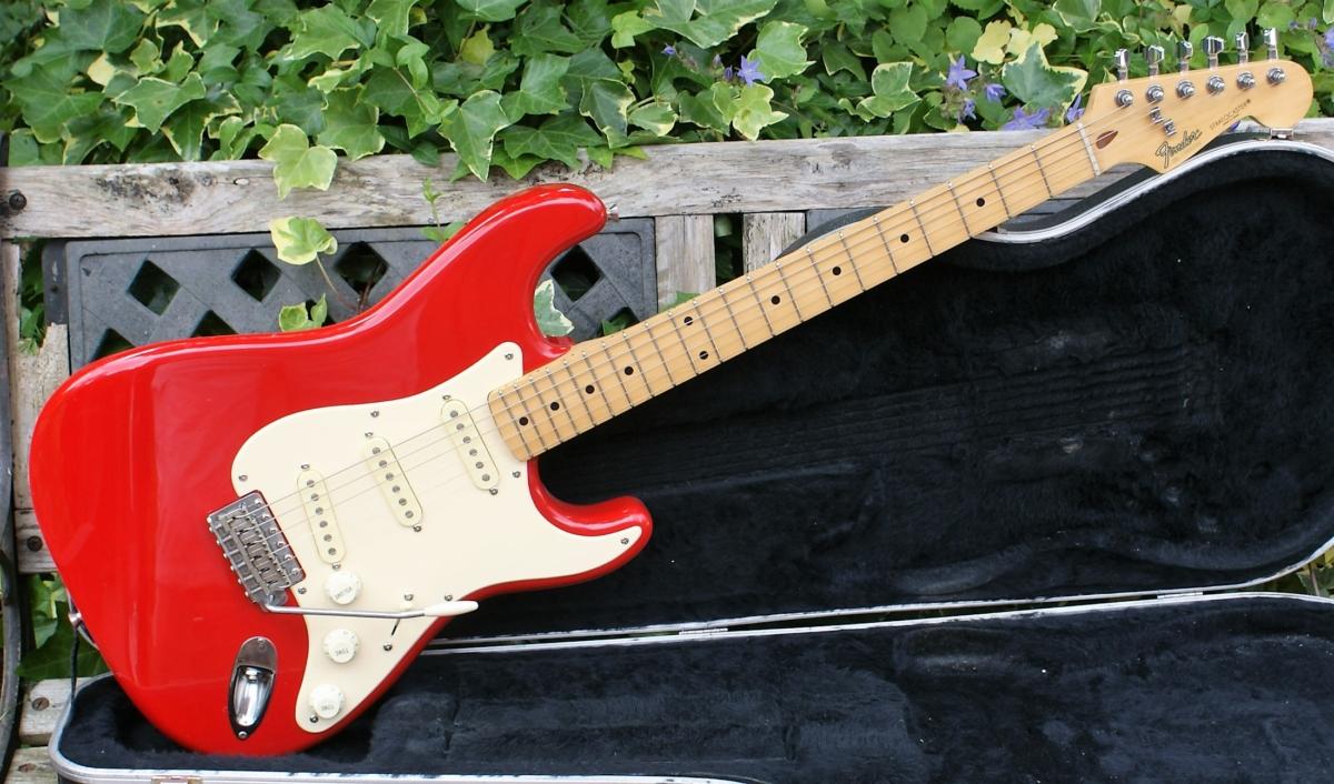 lovely 1989 mij fender stratocaster in fiesta red case really great guitars. Black Bedroom Furniture Sets. Home Design Ideas
