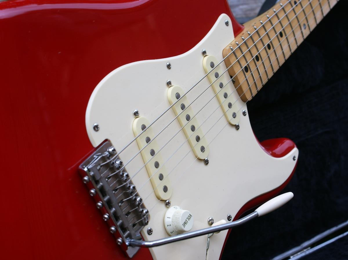 Lovely 1989 Mij Fender Stratocaster In Fiesta Red  U0026 Case